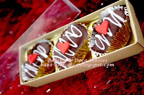 Kurma Coklat Berbadam - 3pcs gold box