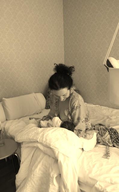 sjuk mamma och 6 dagar gammal bebis