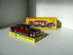 Dinky Toys Model No. 128: Mercedes-Benz 600 (Kelvin64) Tags: cars car toy toys mercedes model 600 mercedesbenz limousine dinky diecasts limousines limos diecast 128 600s dinkys