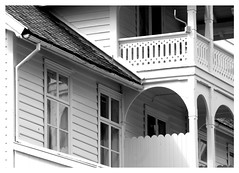 Wooden houses in Balestrand (Guido Havelaar) Tags: bw norway norge schwarzweiss pretoebranco balestrand noirblanc noorwegen 黑白色 visitnorway neroeblanco norwaytravel norgeno чорныбелы ブラックホワイト