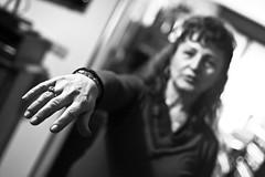 PDC Test (Matteo B.) Tags: mamma di mano campo bianco nero cerotto pdc anello bracciale profondità