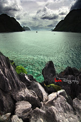 At World's End (Yisra'el (busy)) Tags: travel sea seascape philippines elnido cliffedge limestonecliffs matinlocisland bacuitbay digitalphotofilter