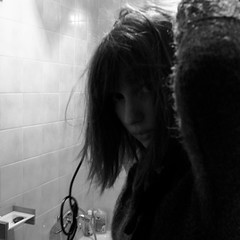 (anw.fr) Tags: city portrait blackandwhite bw paris france girl look bathroom shower expression iii windy nb expressive capitale grdigital fille ricoh ville salle drying hairs regard bains cheveux grd schage relie grd3 grdiii