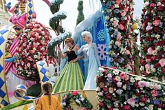 Magic Kingdom 2016 #16 (*Amanda Richards) Tags: disney disneyworld orlando magickingdom parade frozen letitgo costumes floatparade floats