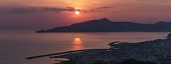 Il caldo colore del tramonto (Enrico Cusinatti) Tags: liguria acqua water mare sea sunset tramonto travel enricocusinatti sun italy italia sky clouds