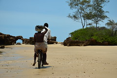 The pan-hat lady (andrejustinolopes) Tags: mozambique dailylife cycling africa pemba hitchhiking boleia