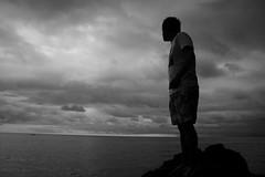 Trascendencia (DAVOHERN) Tags: mar playa nature naturaleza beach ocean pacific ocano pacifico rocas cielo nublado nubes blanco y negro bw black white man people playas mexicanas fotografia mexicana fotgrafos mexicanos nayarit hombre sky