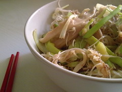 Noodles w/ vegetables - Fideos chinos con verduras (Lablascovegmenu) Tags: food recipe mushrooms vegan healthy dish rice comida cocina frugal foodporn noodles recipes plato leek cheap courgette veganrecipes healthyfood menjar plat setas chinesenoodles cuina barat veganfood porro recetas barato championes orellana calabacn rovellons puerro auriana veganrecipe comidavegana comidasana econmica fideoschinos grgola carabass champions econmica carabasseta menjarveg receptesveganes fideusxinesos pollancr orellanadepollancre grgolaorellana grgoladarbre grgoladebec tallarinsdarrstallarinesdearroz menjars sib