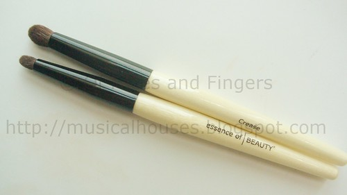 essence beauty crease brush duo 1