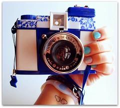 Diana F+ (Teka e Fabi) Tags: blue azul lomo lomography dianaf analogica maquina tekaefabi