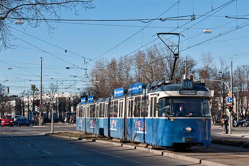Stadteinwärts unterwegs ist P-Wagen 2010 auf der Linie 20. Gerade hat er den Leonrodplatz verlassen.