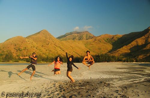nagsasa_beach