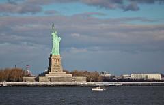 The Statue of Liberty (Esttua da Liberdade) (joao lopes jr) Tags: trip sea vacation snow ny newyork lens landscape unitedstates 100mm eua cannon 28 statueofliberty thestatueofliberty novayork esttuadaliberdade t2i flickraward flickrunited