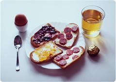 Mi desayuno tardo... (www.juliadavilalampe.com) Tags: breakfast manzana chocolate getty desayuno huevo gettyimages frhstck mermelada tostadas chaulafanita jugodemanzana juliadavila salchicaalemana juliadavilalampe