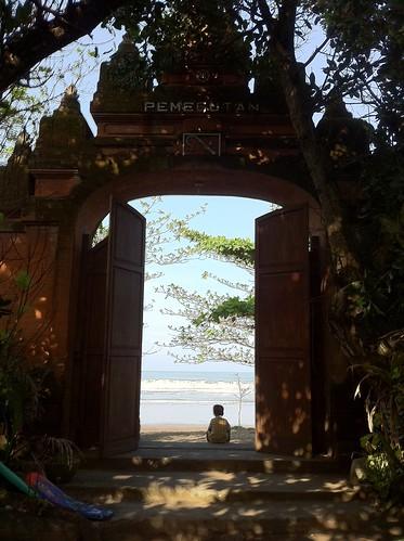 Gate to Seminyak beach