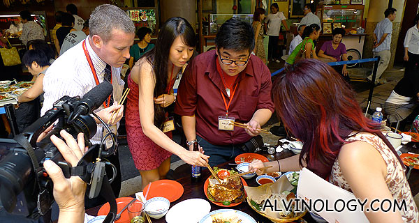 Pete, Mint, Yong Wei and Cherie enjoying the food