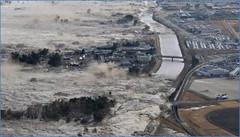 CRISIS JAPON 2011 - El Tsunami deborando Japon