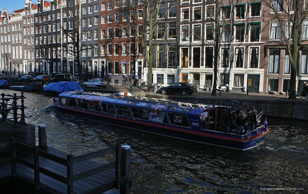 Le seul bruit venu perturber la quiétude de ce quartier venait de ce bateau, où était tourné l'émission