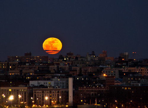 Super-moon-on-Manhattan