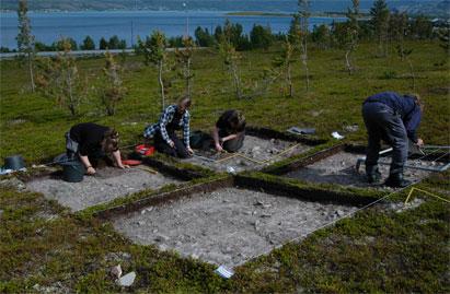 Bilder fra utgraving på Tømmerbukt Øvre