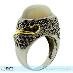 แหวน Moon Stone (ไพฑูรย์) ล้อมรอบด้วยเพชรกุหลาบ 187 เม็ด สวยสง่าเกินห้ามใจ