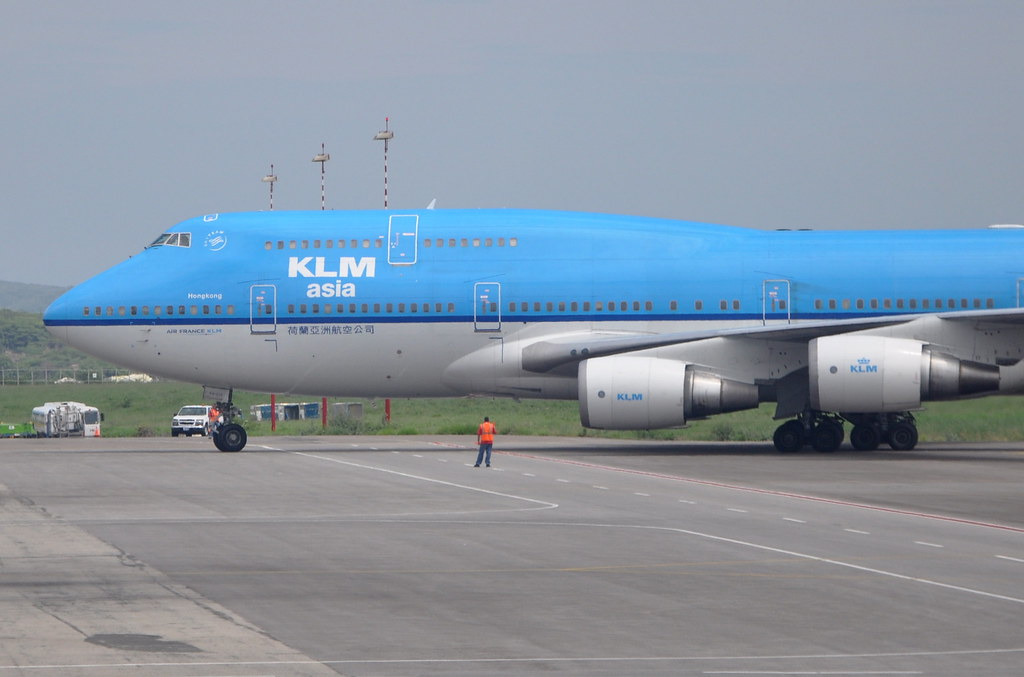 KLM Royal Dutch Airlines (KLM Asia) - Boeing 747-400M Combi - PH-BFH - City of Hong Kong - Queen Beatrix International Airport (AUA) - Aruba - September 20, 2010 064 RT CRP