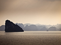(miemo) Tags: travel autumn sea sky seascape mountains fall silhouette clouds landscape island haze asia ship olympus vietnam unescoworldheritage halong ep1 explored i500