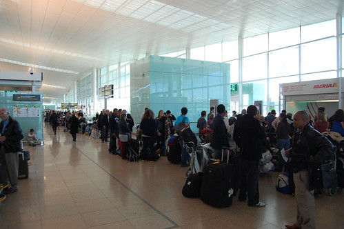 Loooong line to book a new flight in the Barcelona airport