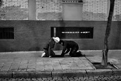 Semana Santa de Zaragoza.  Ensayo de los costaleros de la Humildad.2011 (Cesar Catalan) Tags: nikon religion zaragoza cruz paso cristo imagen semanasanta procesion bombo tambor calvario d300 manto jesucristo saeta virgenmaria humildad saragosse cofrades cofradia hermandad crucificado andas costalero capirote cesaraugusta semanasantazaragoza semanasantadezaragoza nikond300 salduba redobles salduie ciudaddezaragoza zaragozaespaa asociacionculturalredobles asociacionculturalredoblesdezaragoza