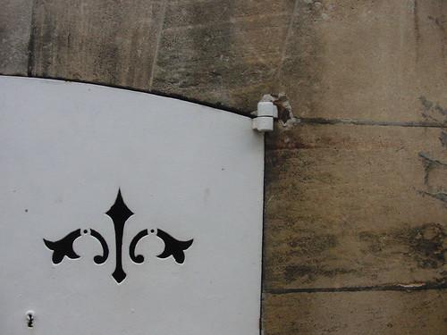 decoración en el respiradero de una puerta