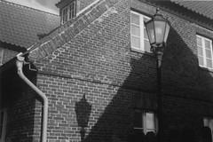 Der Schatten des Lichts (jk.fotografie) Tags: light shadow bw film analog licht sw lantern analogue laterne schatten diax diaxia