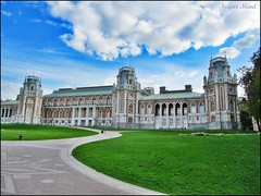 The main palace in Tsaritsino (Sugar Mind) Tags: park travel sky parco building green history colors museum architecture canon landscape russia moscow sugar cielo mind rays palazzo colori viaggio mosca tsaritsino mainpalace doublyniceshot tripleniceshot mygearandme mygearandmepremium mygearandmebronze mygearandmesilver mygearandmegold mygearandmeplatinum mygearandmediamond