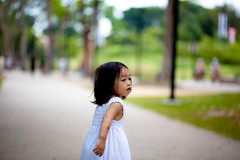 Emma Lost in Wonderland (yanwai24) Tags: girl canon singapore emma 85mm 5d 18 mkii eastcoastpark