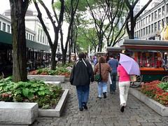highly walkable Boston (Faneuil Hall Marketplace by Giovanni Variottinelli, creative commons license)