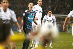 Lyon vs RMadrid (Kwmrm93) Tags: madrid sports sport canon real football spain fussball soccer futbol ronaldo cristiano futebol fotball ftbol voetbal fodbold calcio deportivo fotboll pika  deportiva esport fusball  fotbal jalkapallo   nona nogomet       votebol fodbal