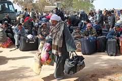 Emergency situation in Tunisia (UNHCR) Tags: africa men support tunisia refugees border crowd relief aid emergency libya protection assistance unhcr northernafrica reliefeffort unaccompaniedminors unrefugeeagency humanitariancrise thetunisianredcrescent benguardane rasadjir assistenca