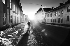 (koinis) Tags: street city light shadow 2 sun white black set canon john walking alone mark sigma ii 5d 24mm 18 nykping koinberg koinis