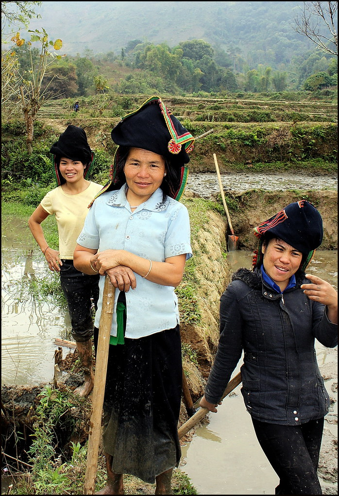 Black Tai girls posing near Dien Bien Phu