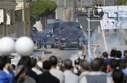 Anti-Qadafi crowds attacked with tear gas, March 2011