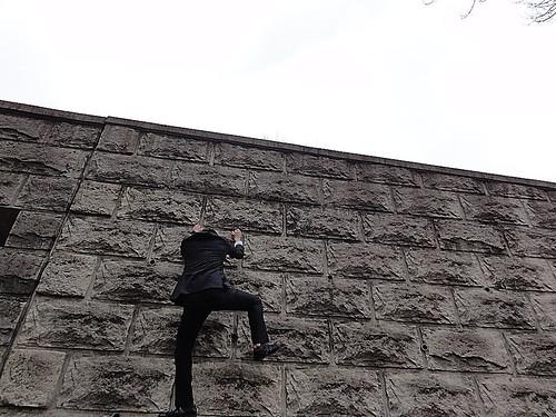 なかなか面白い垂壁だった。革靴じゃなければ登れたと思う。