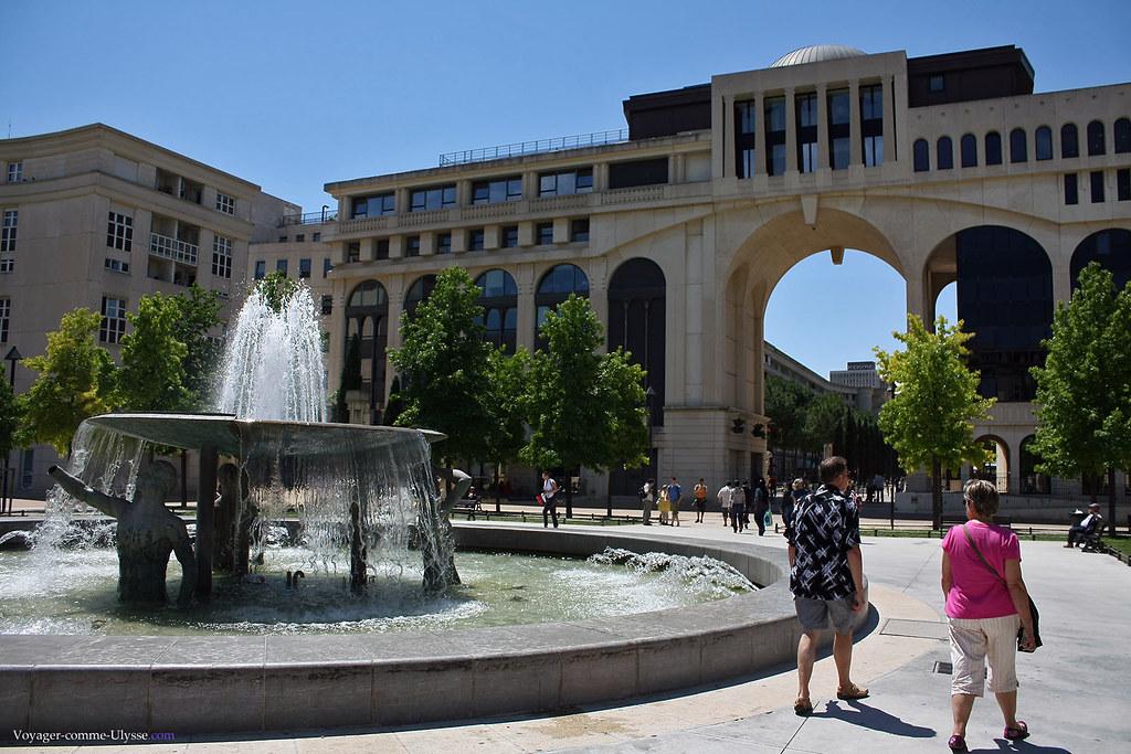Place de Thessalie, avec sa fontaine