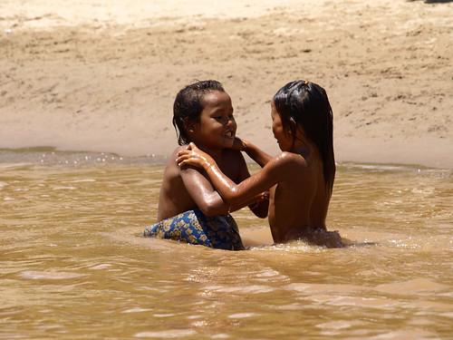 Mekong - niños bañándose