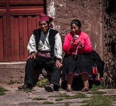 Familia Taquile (faltimiras) Tags: sun lake sol peru uros titicaca lago island floating bolivia copacabana titikaka taquile isla illa puno llac uro flotante flotant
