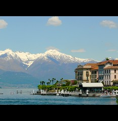 Rivage alpin (Olivier Simard Photographie) Tags: como alps alpes italia ciel come bellagio alpi lombardia paysages italie montagnes lagodicomo lombardie cartepostale embarcadère neigeséternelles rivages oliviersimard mygearandme hôtelflorence photographieoliviersimard copyrightréservéoliviersimard oliviersimardphotographie