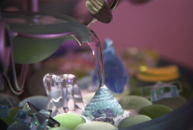 水のオブジェのフリー写真素材