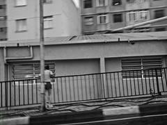 Jogging Break (Vitor Chiarello) Tags: white black kodak jogging correr motorala zn5