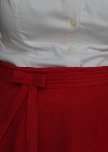 Bow & Waistband Detail