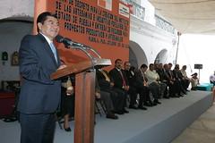 25-10-05 FIRMA DE DECRETO PARA LA CREACION DEL INSTITUTO DE LAS ARTESANIAS E INDUSTRIAS POPULARES DEL ESTADO DE PUEBLA Y ENTREGA DE RECURSOS PARA PROYECTOS PRODUCTIVOS Y ARTESANALES, PUEBLA, PUEBLA, MARIO MARIN TORRES, GOBERNADOR. (Mario Marin Torres) Tags: artesanias entrega puebla firma populares proyectos instituto recursos gobernador creacion industrias artesanales decreto productivos estadodepuebla mariomarintorres