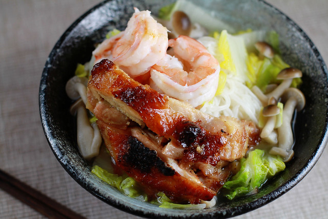 Mee Soa with Oyster Sauce Grilled Chicken, Prawns, Napa Cabbage & Shimeji Mushrooms