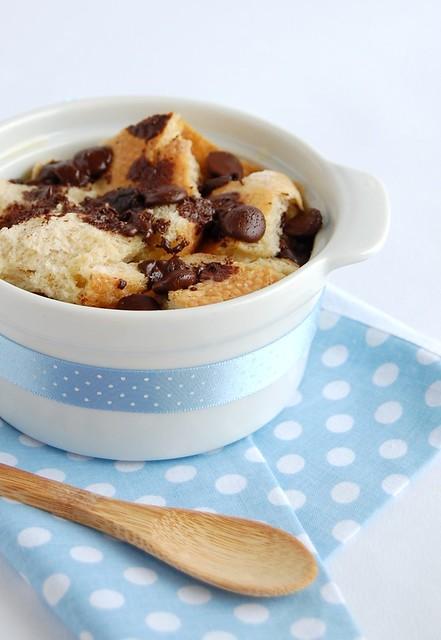 Chocolate chip bread pudding / Pudim de pão com gotas de chocolate